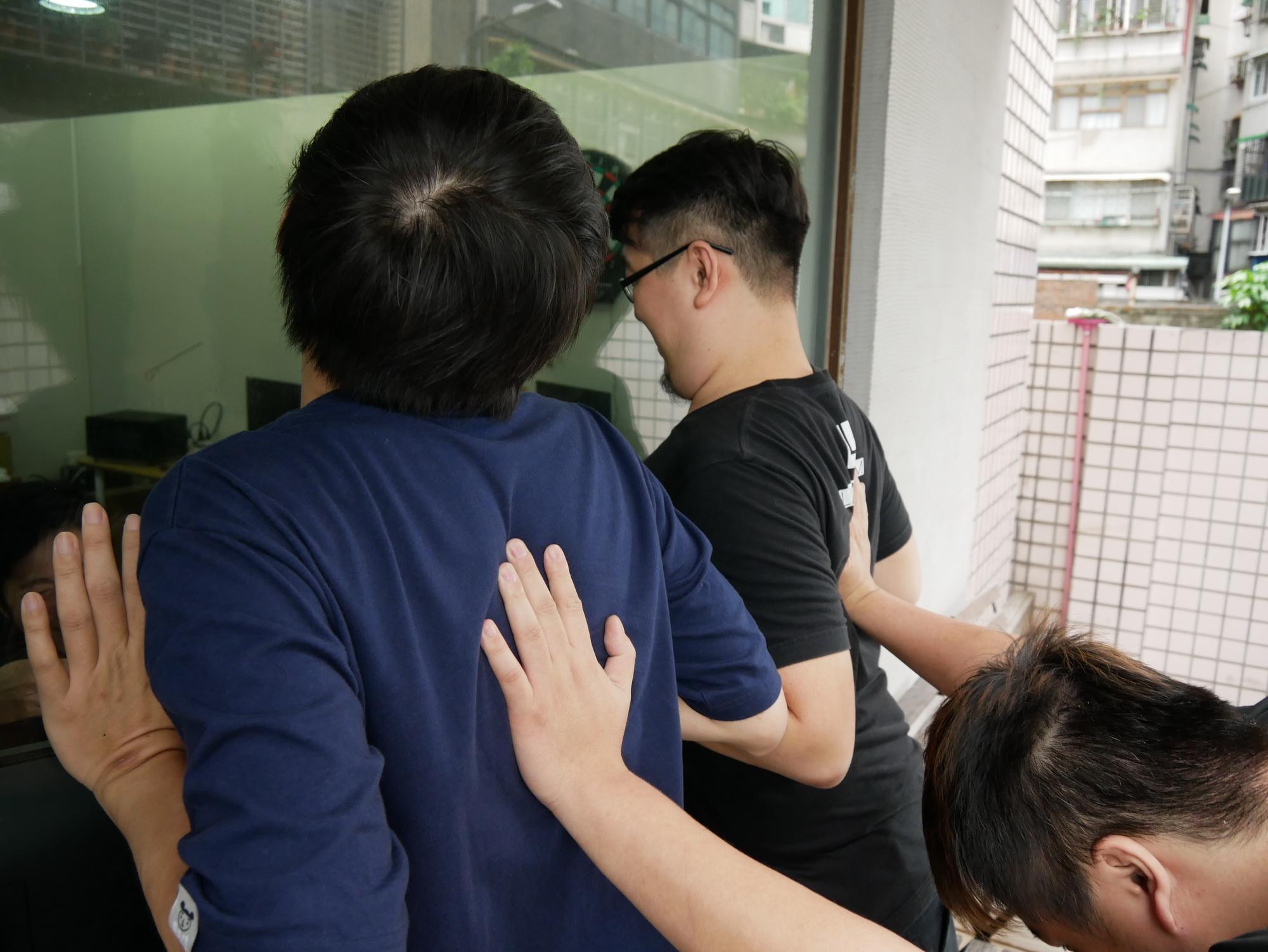 HTC U11 可以胸部感壓 Edge Sense 測試!?!!! 流言終結者實測 @3C 達人廖阿輝