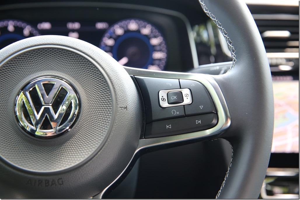 結合科技與熱血因子,Volkswagen Golf 280 TSI R-Line 試駕體驗 @3C 達人廖阿輝
