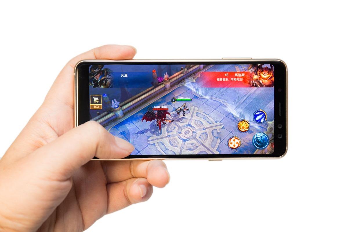 不僅旗艦機才有!Samsung Galaxy A8 (2018) 功能一次到位!全螢幕 + 防水 + 雙鏡頭美美拍 @3C 達人廖阿輝