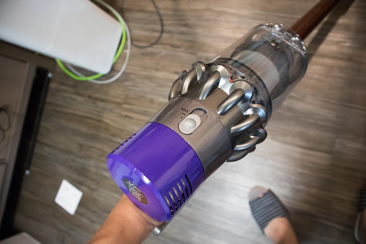Dyson 無線吸塵器 Cyclone V10 開箱!畫出了新時代的里程碑 @3C 達人廖阿輝