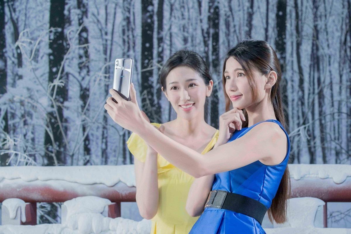 [新聞] 孔劉樂收限定版 ZenFone 5 現場驗收拍照成果 粉絲提前慶生 孔劉感動:「真的覺得很驚喜!」@3C 達人廖阿輝