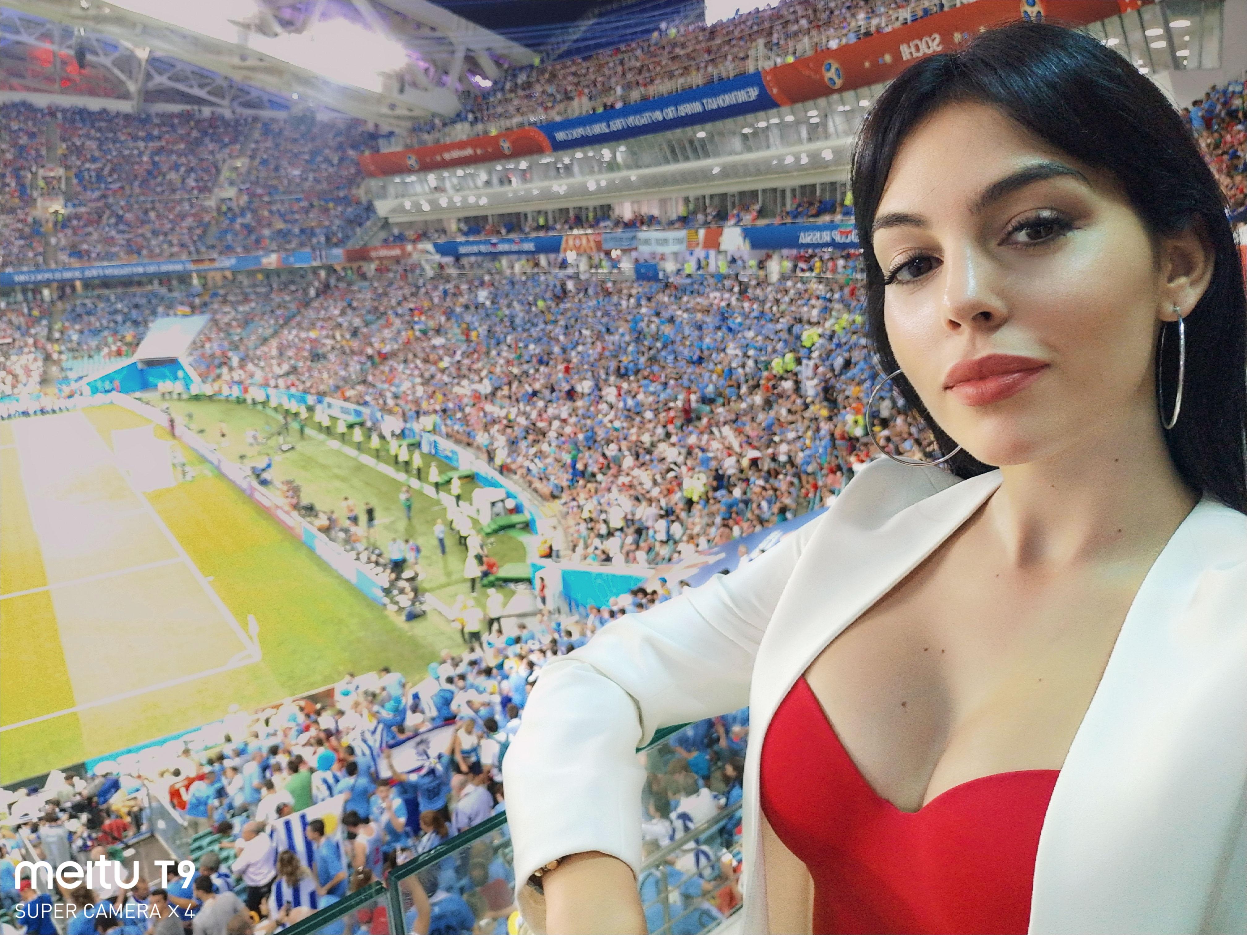 看妹!!! 不只瘋世足更瘋美圖!FIFA 世界盃絕美太太女友團用美圖 T9 這拍出逆天奇蹟美照! @3C 達人廖阿輝