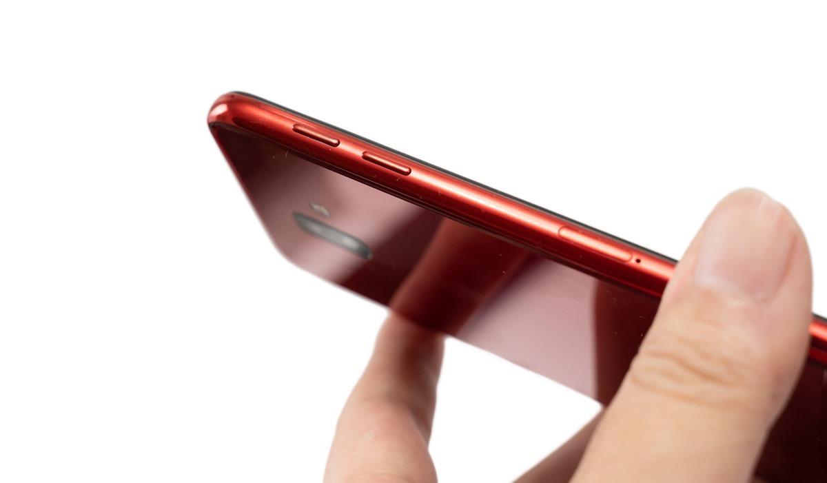 搶先直擊 SAMSUNG Galaxy J6+ 的 6 吋大螢幕、F1.9 超大光圈雙主鏡頭,輕鬆秀出妳的自然美;還有 J4+ 都可輕鬆入手! @3C 達人廖阿輝