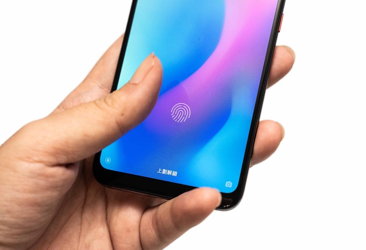 小米 8 Pro 螢幕指紋版發表!性能電力搶先實測 + 重點快速看 + 規格彙整與比較! @3C 達人廖阿輝