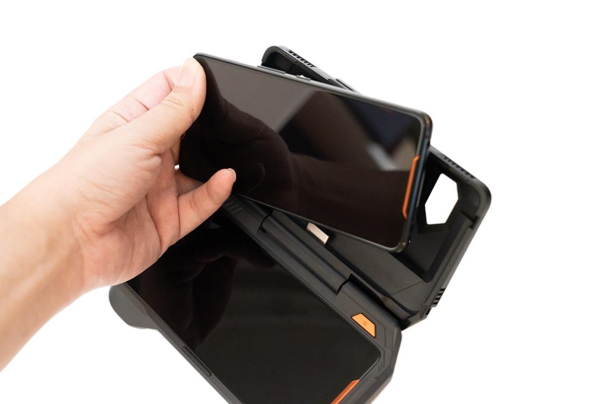 史上最狂!電競魂遊戲旗艦手機 ROG Phone!還有用行李箱裝的滿滿霸氣遊戲週邊! @3C 達人廖阿輝