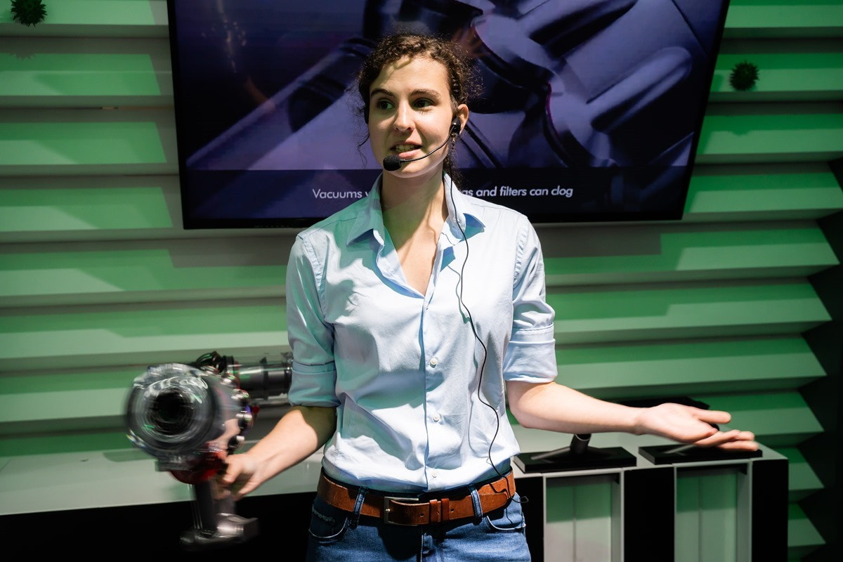 展示科技與生活!放大 137 倍超巨大的 Dyson Cyclone V10 科技博物館體驗 @3C 達人廖阿輝