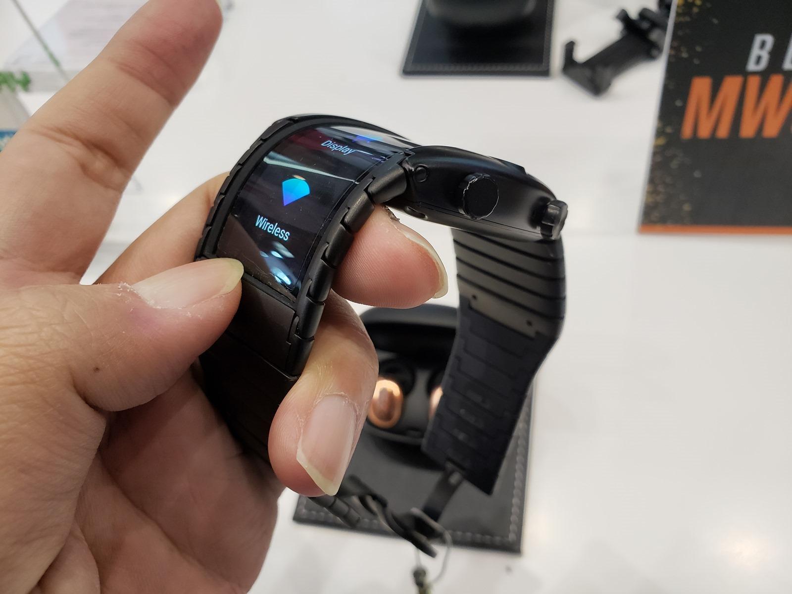 Nubia Alpha 展出柔性可彎曲螢幕應用的穿戴式手錶手機 (含動手玩影片) @3C 達人廖阿輝