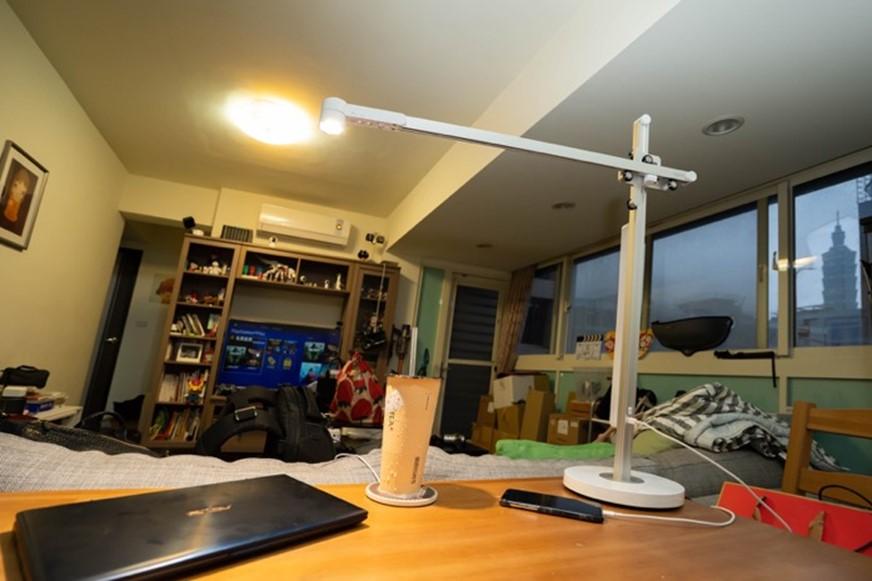 充滿智慧的傳家之寶,Dyson Lightcycle 檯燈,根據環境與習慣,用最適合的燈光照亮一切 @3C 達人廖阿輝