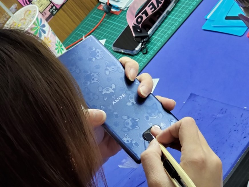 自古英雄配美人,Xperia 10 Plus + iMos 康寧玻璃保護貼+全機包膜,完美守護高顏值手機 @3C 達人廖阿輝