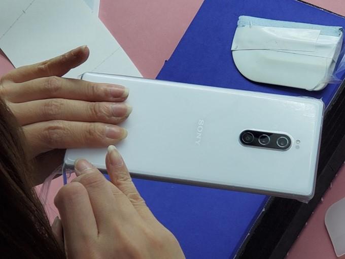 給 Sony 最新最棒的 4K 照相極艦手機 Xperia 1 最完美防護─膜斯密碼包膜 @3C 達人廖阿輝