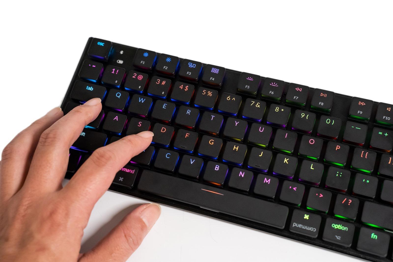 超薄無線機械鍵盤 Keychron K1 v2 開箱!多系統支援 Mac 友善大加分!有線無線雙模/全系統/充電設計/白光彩光多版本 @3C 達人廖阿輝