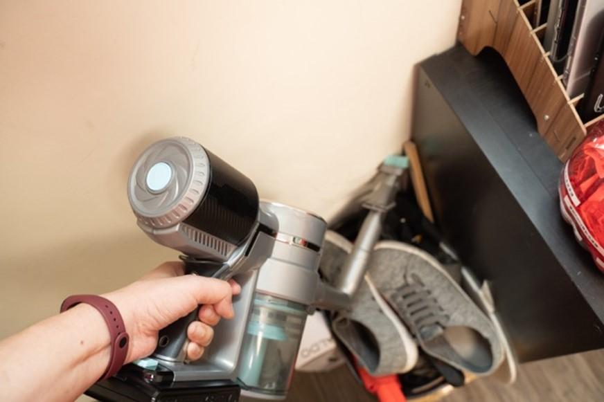 居家清潔必備,小資高 CP 值美型新選擇:蒂芬妮藍 HERAN 禾聯無刷馬達颶風龍捲無線手持吸塵器 @3C 達人廖阿輝